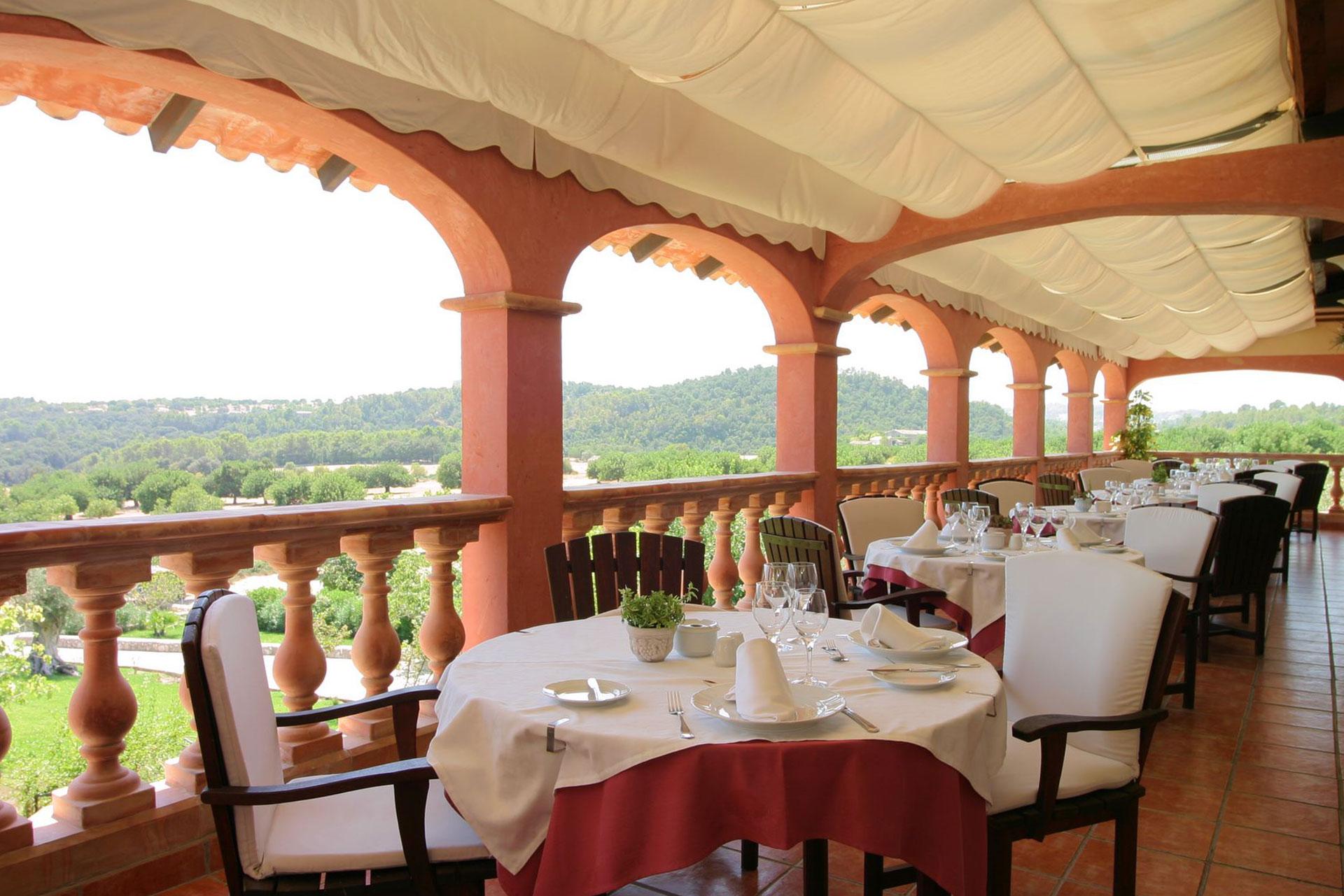 Sélection de menus et de boissons pour le restaurant de l'HOTEL RURAL Monnaber Nou Mallorca: